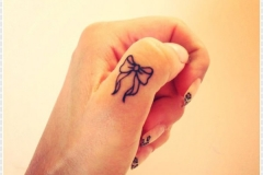 Bow-Finger-Tattoo
