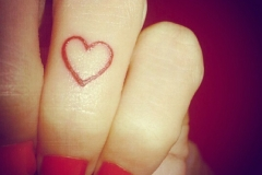 Amazing-small-heart-tattoos-on-finger