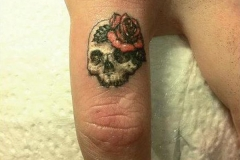 46-skull-finger-tattoo1