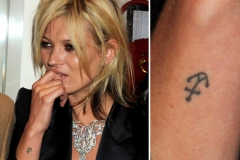 Kate-Moss-has-small-anchor-tattooed-outside-her-right